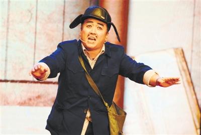 """许明贵:他很享受说出""""一溜串""""(图)-文化名人-人物频道"""