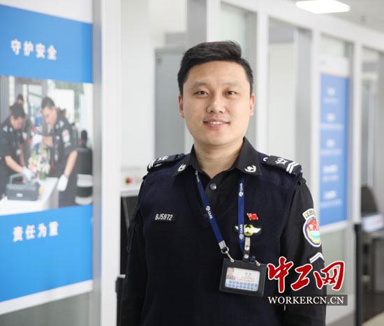 安检员柴彬:十四年初心不改 甘做机场守门员