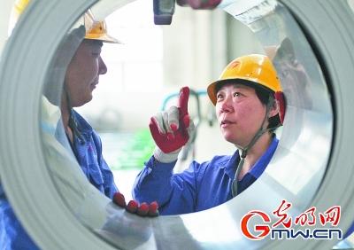 【中國夢•大國工匠篇】金牌工人戚紅和她的15人切鐵組