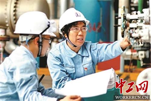 只要在裂解车间,中国石化集团茂名石油化工有限公司首席技师张恒珍图片