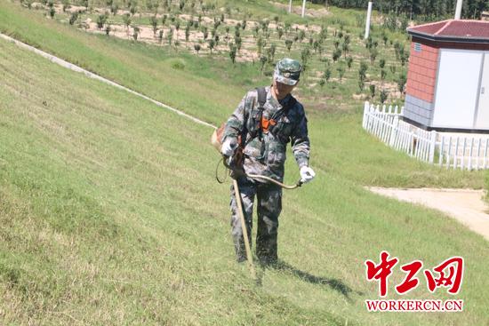【中国梦・大国工匠篇】大国工匠李涛:守护母亲河 追逐绿色梦